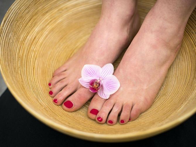 Jednom nedeljno stopala OBAVEZNO POTOPITE U SIRĆE: Rešićete se ovih VELIKIH PROBLEMA