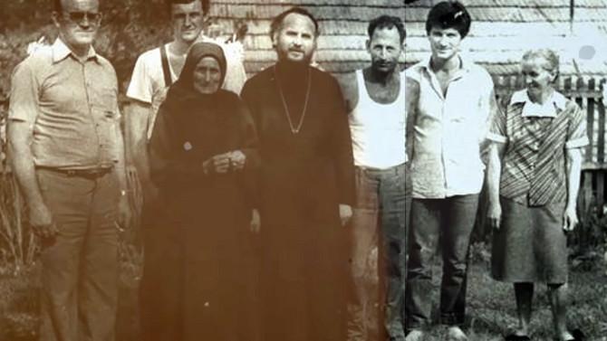 Patrijarh Irinej sa majkom