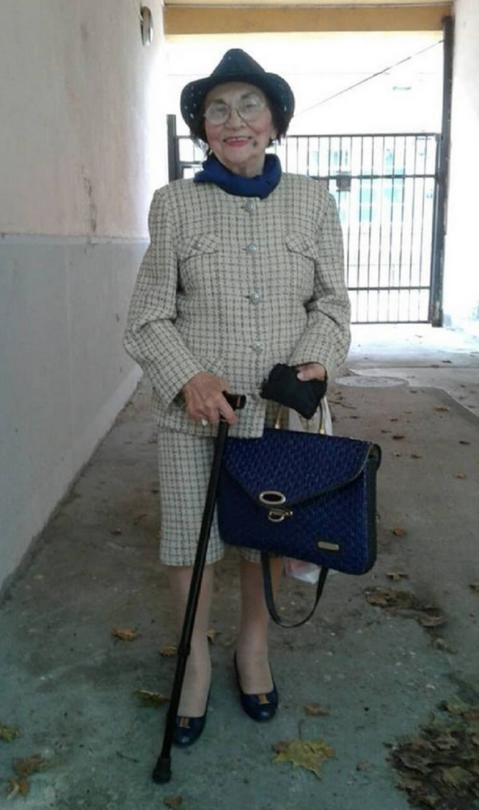 Sjajno stilizovana baka iz Novog Sada