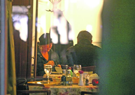 Milutin i Daša Mrkonjić: Uživanje bračnog para u večeri, hotel