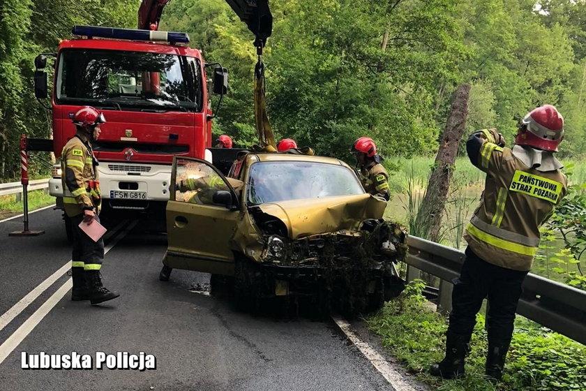 Świebodzin: bohaterski mężczyzna uratował kobietę z tonącego auta