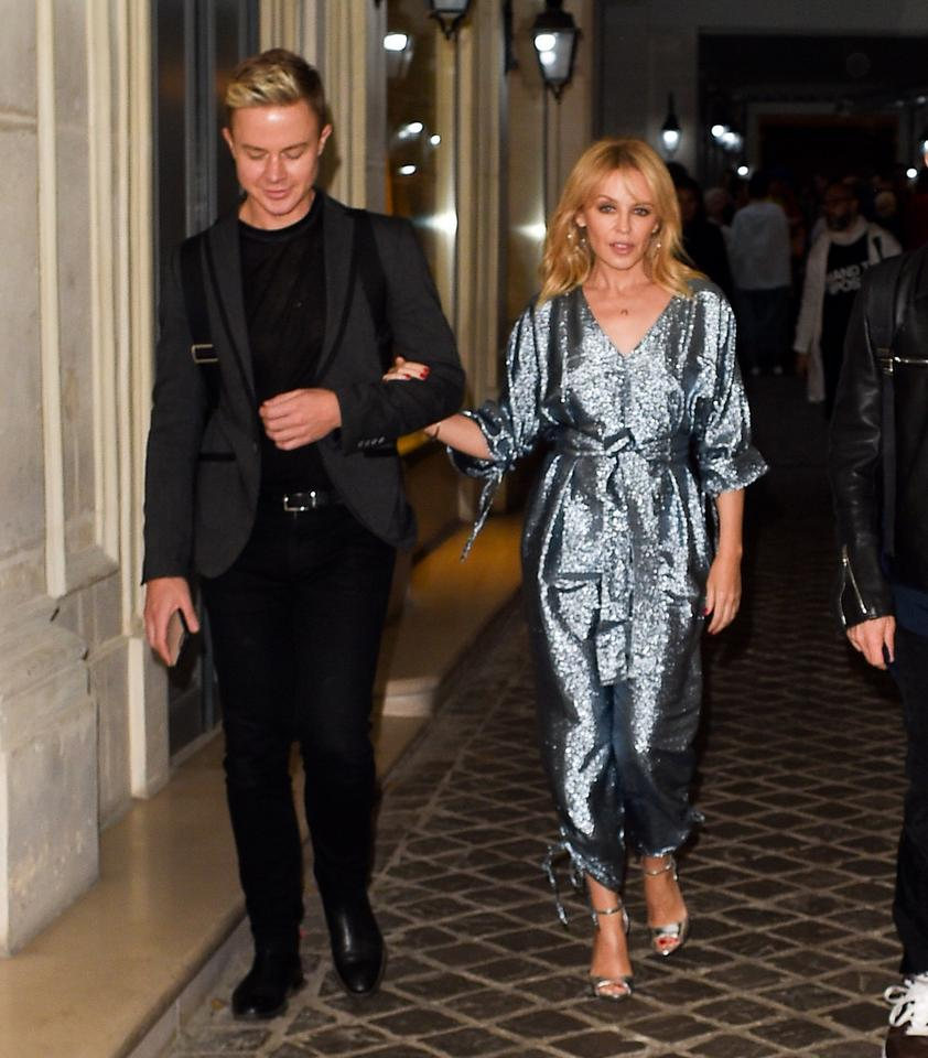 Kylie Minogue w stylowym kombinezonie