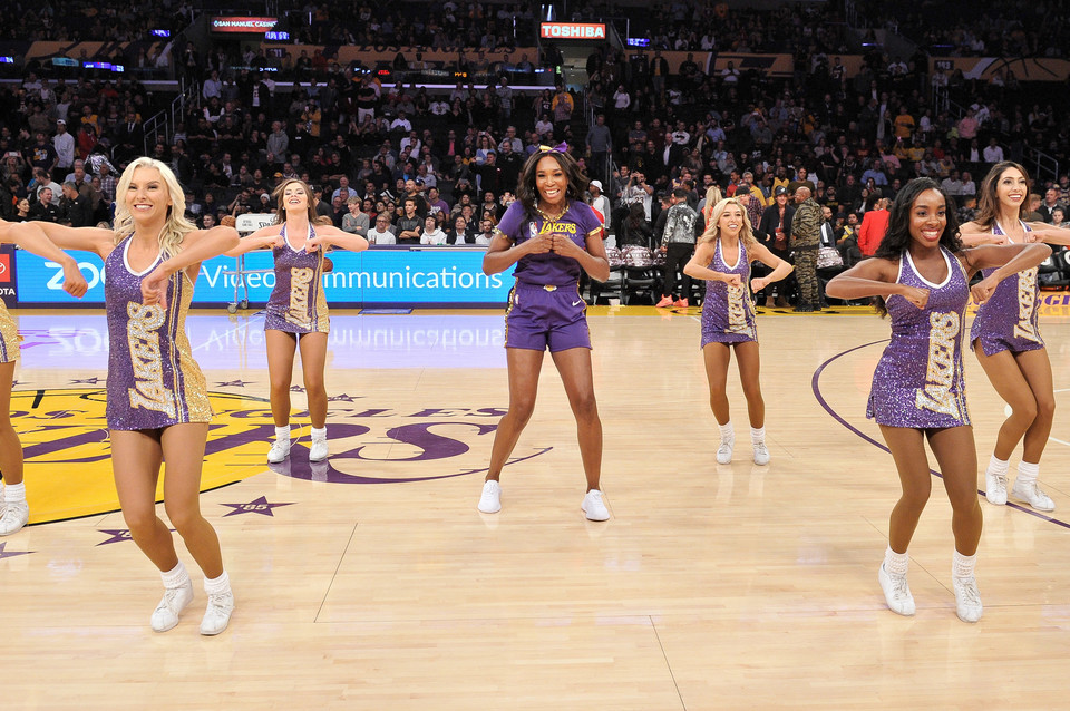 Venus Williams z cheerleaderkami Los Angeles Lakers