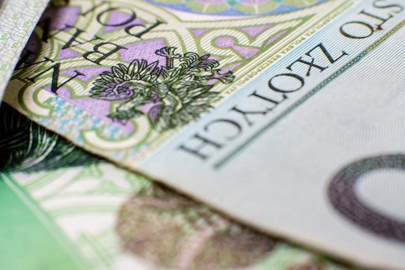 Na trwającym posiedzeniu Senat zajmuje się uchwaloną przez Sejm 14 lutego ustawą budżetową na rok 2020. Zakłada ona zbilansowanie dochodów i wydatków, mających wynieść po 435,3 mld zł