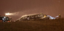 Katastrofa na lotnisku. Samolot uderzył o ziemię i spłonął