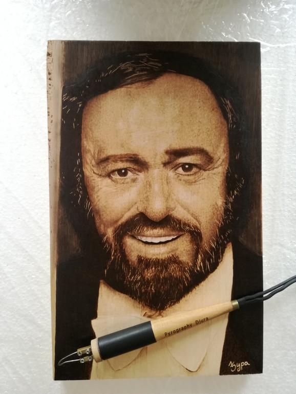 Gro radova naslika za kupce iz inostranstva: Pavaroti iz pirografa Ivana Đurića