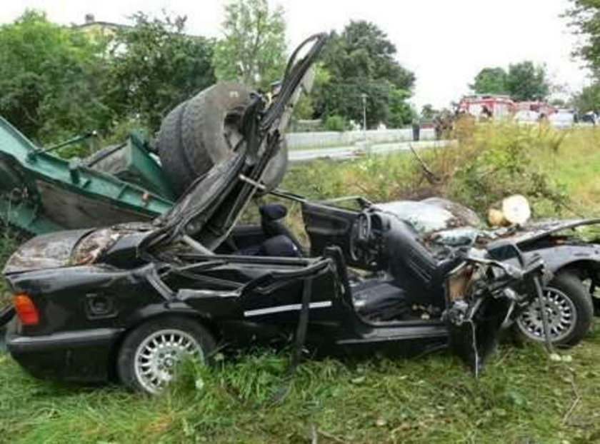 wypadek, ciężarówka, drewno, bale