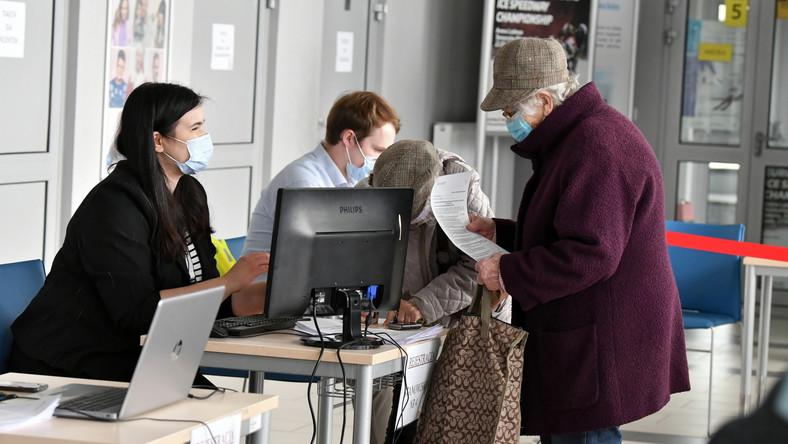 Punkt szczepień powszechnych przeciwko Covid-19 na terenie Areny Lodowej w Tomaszowie Mazowieckim