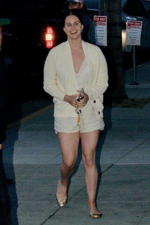 Lana Del Rej odlazi u crkvu na Beverli Hilsu