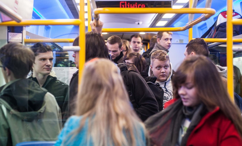 Tłok w pociągach Kolei Sląskich.