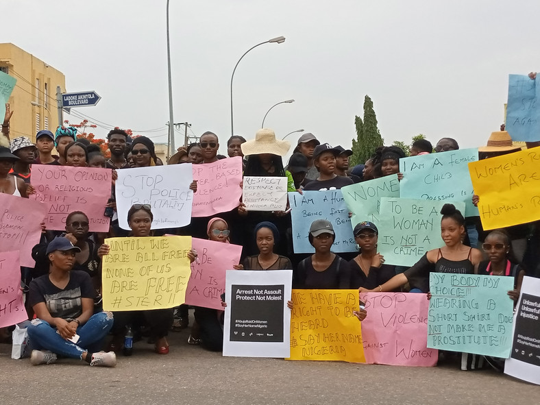 Nigerians protest raid, arrest and alleged harassment of women by the Police in Abuja. [Pulse]