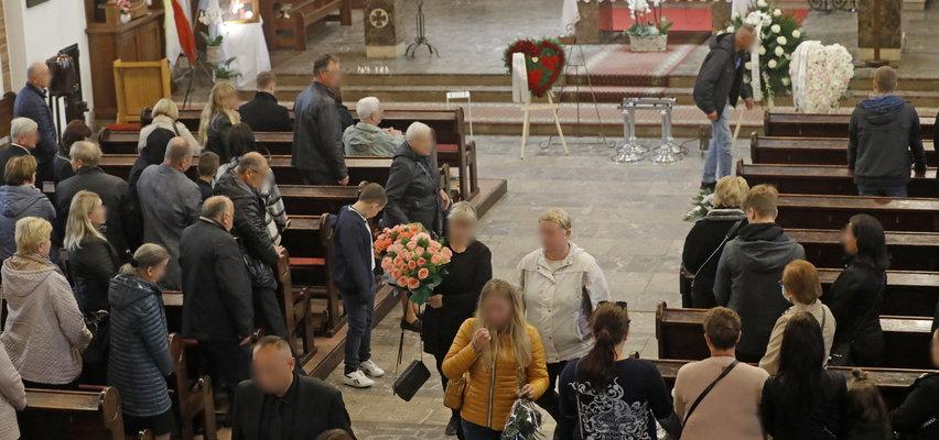 Ten gest na pogrzebie zamordowanej Pauliny łamie serca. To wszystko dla jej maleńkich dzieci...