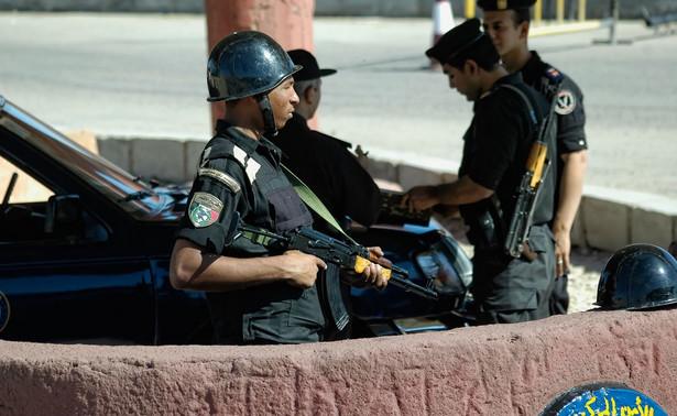 Bomba wybuchła, kiedy koło samochodu, w którym ją podłożono, przejeżdżał al-Nemr. Generał nie odniósł obrażeń - informują lokalne stacje telewizyjne.