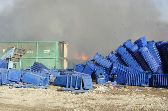 Zapalile se kante i kontejneri