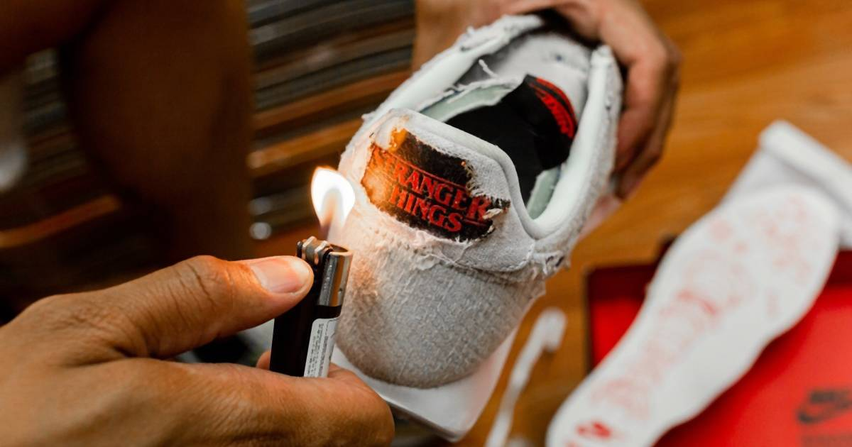 """Diese """"Stranger Things""""-Sneaker von Nike musst du anzünden, um alle Details zu sehen"""