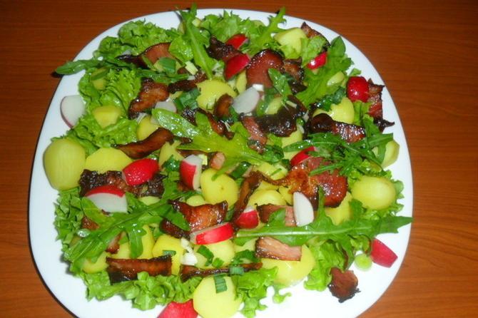 Eksplozija ukusa i boja: Salata sa rukolom i mladim krompirom