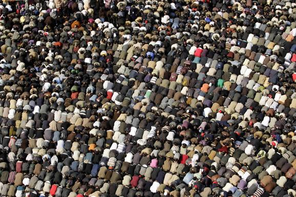 Demonstranti na današnjoj molitvi na trgu Tahir