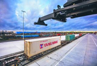 Przewozy kontenerów. Kolej gra cennikiem i modernizuje szlaki