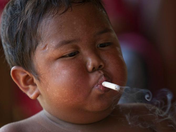 Imao je dve godine, pušio 40 cigara dnevno i prejedao se: Odrekao se poroka i danas ide u školu i izgleda OVAKO