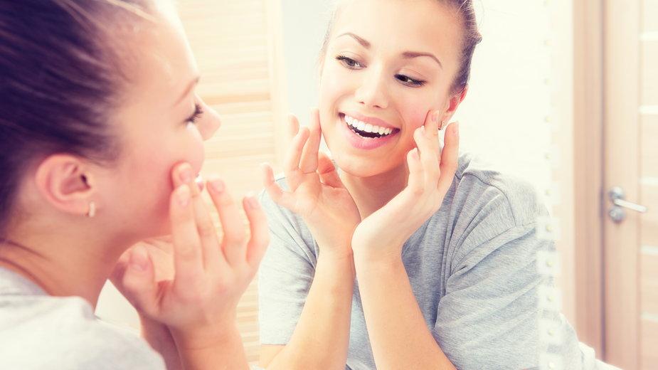 Nie musisz iść do kosmetyczki! Te zabiegi wykonasz z powodzeniem w domu