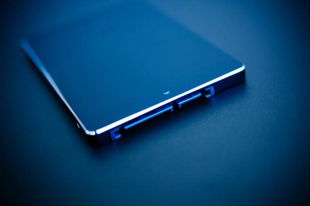 Wymiana twardego dysku na SSD w większości notebooków jest łatwa.