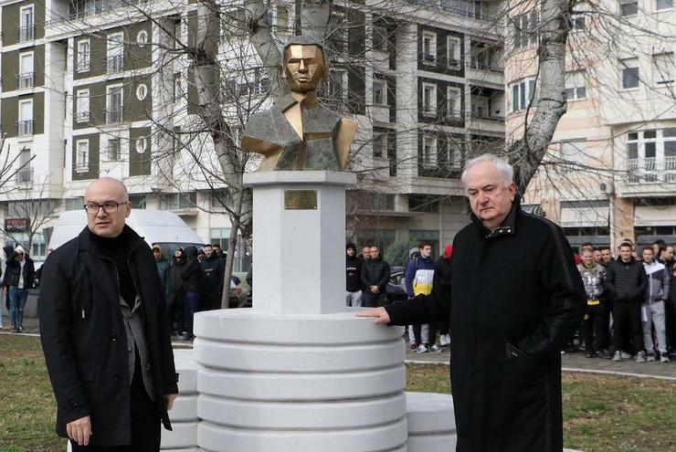 Miloš Vučević spomenik Momčilu Tepavici