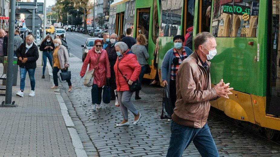 Choć żadne badania tego nie potwierdzały, komunikacja miejska jest przez ludzi postrzegana w kontekście wirusa jako niebezpieczna