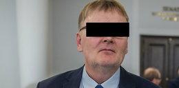 Były polityk PiS oskarżony o znęcanie się nad psem trafił do szpitala. Internauci zauważyli na jego zdjęciu pewien szczegół!