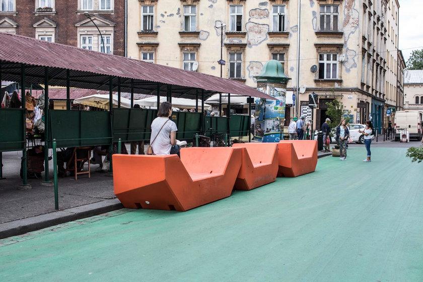 Zielona jezdnia na pl. Nowym w Krakowie