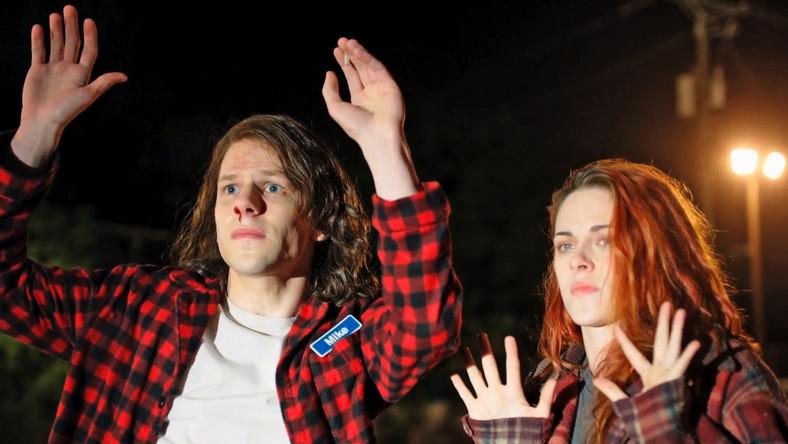 """""""American Ultra"""" to historia Mike'a (Jesse Eisenberg) – pozbawionego motywacji lekkoducha i miłośnika marihuany, który razem ze swoją dziewczyną Phoebe (Kristen Stewart) wiedzie spokojne życie w zapadłej mieścinie. Do czasu…"""