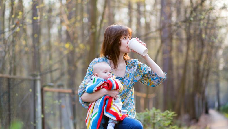 Jak wiek matki wpływa na relacje z dzieckiem?