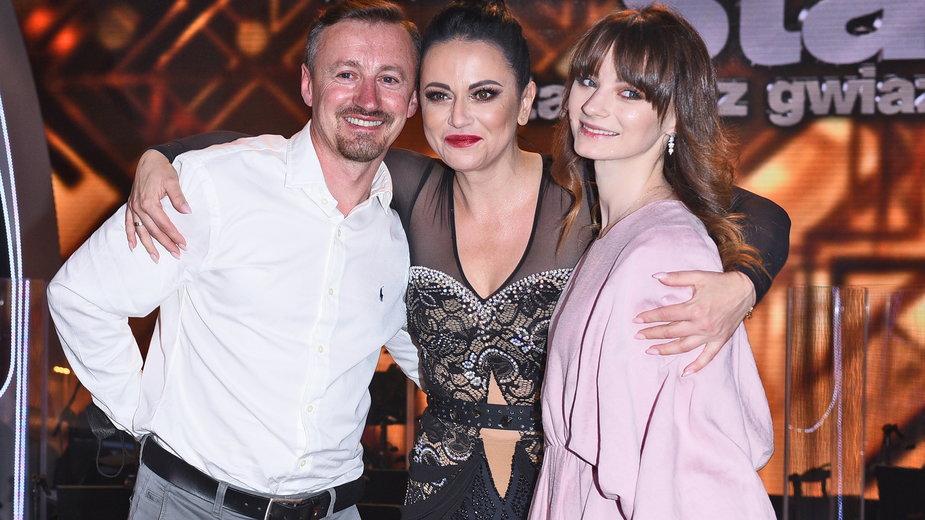Karolina Małysz z rodzicami, Adamem i Izabelą Małyszami