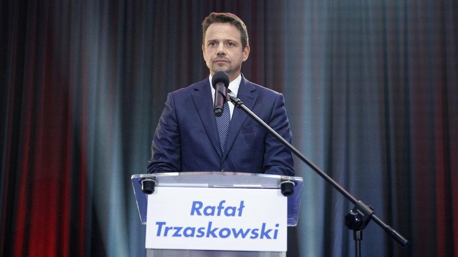 Rafał Trzaskowski podczas spotkania z dziennikarzami w Lesznie