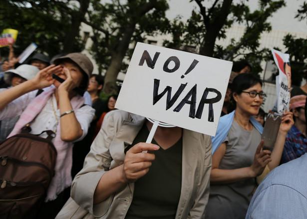 Przeciwko planom japońskiego rządu protestują też Japończycy EPA/CHRISTOPHER JUE
