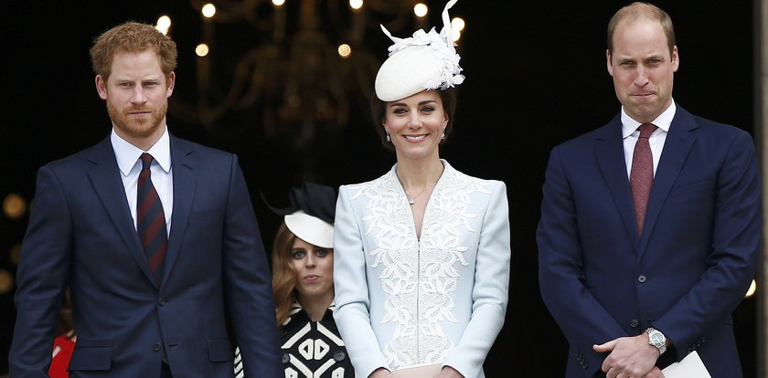 William i Harry jedynymi przedstawicielami rodziny królewskiej na odsłonięciu pomnika księżnej Diany. Wymowna nieobecność księżnej Kate