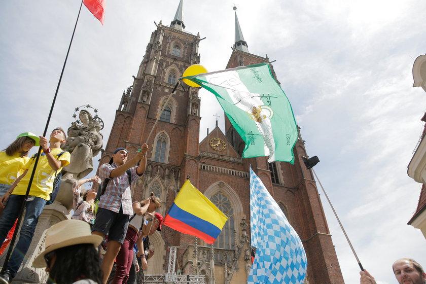 Pod Katedrą powiewały różnobarwne flagi