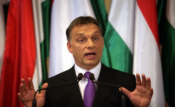 """Oceniając wyniki konsultacji premier powiedział, że większość Węgrów uważa, że Bruksela """"siedzi na koniu tyłem do kierunku jazdy"""". Dodał, że """"nie możemy pozwolić, by Bruksela przejęła od nas wodze""""."""