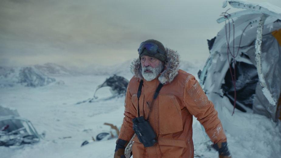 """George Clooney jako dr Augustine Lofthouse w filmie """"Niebo o północy"""""""