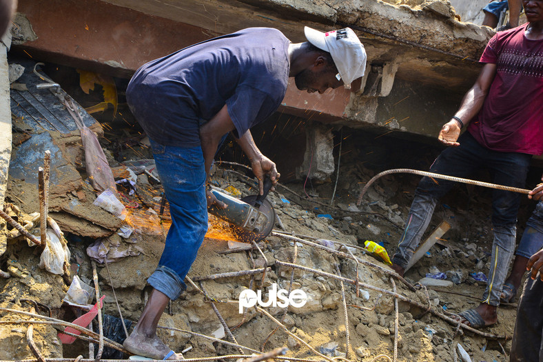 A man uses an angle grinder to cut through an iron rod (Pulse)