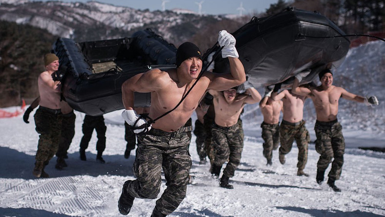 Shirtless Marines hold merciless snow training session in sub-zero temps