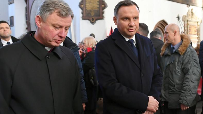 Prezydent RP Andrzej Duda i ks. Ireneusz Bradtke w Bazylice Mariackiej w Gdańsku