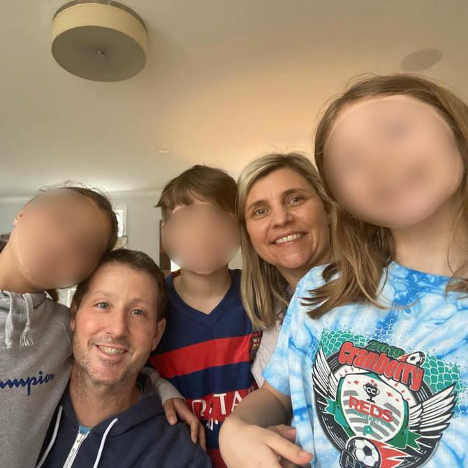 Kim i Džim Belo sa decom