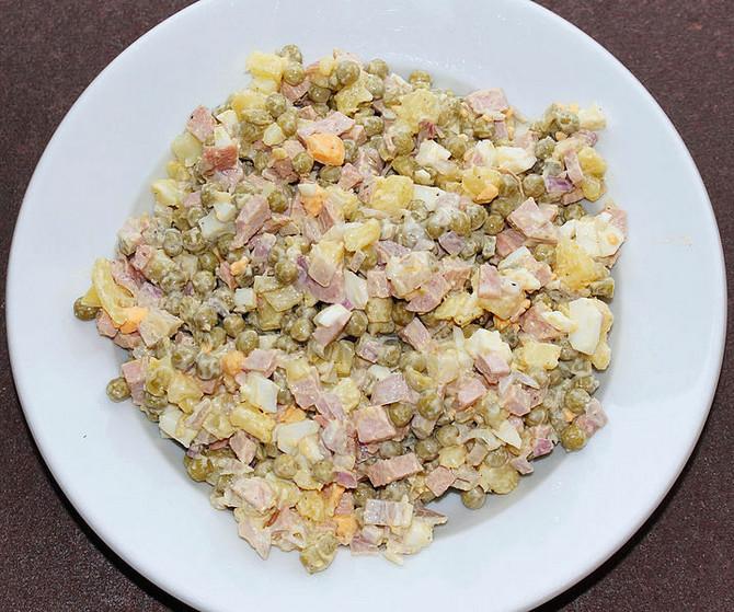 Savremena ruska salata, spremljena u Rusiji