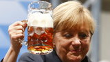Skandal w obozie śmierci! Merkel była Dachau i na piwie