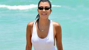 Kourtney Kardashian eksponuje wdzięki na plaży
