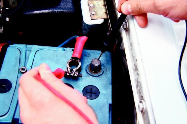 Multimetr i inne wynalazki - Wyjaśniamy po co miernik w aucie
