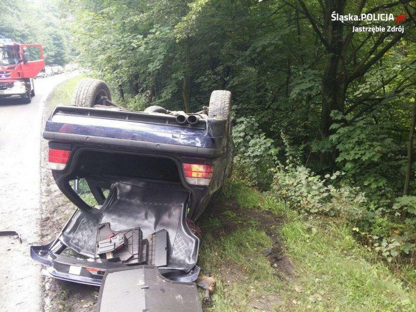 Auto skończyło na dachu