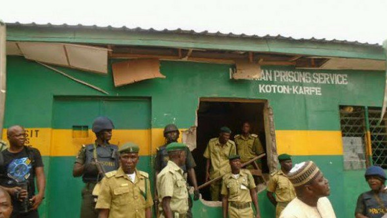 5 inmates bag degrees in Kirikiri prison  (Punch)