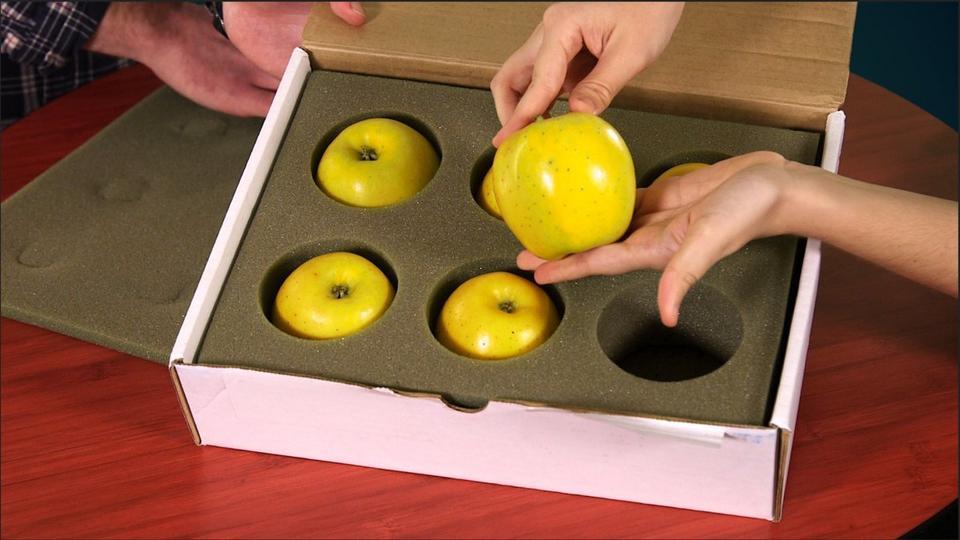 I jabłka Opal - dla tych, którzy od kalorii cenią sobie bardziej smukłą talię - te jabłka nie brązowieją po przecięciu ich nożem.