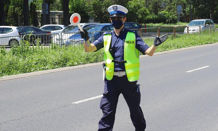 Nie tylko tak oznaczony policjant na drodze oznacza, że prawdopodobnie zaraz dostaniemy mandat. Oprócz tego niedozwolone zachowanie rejestrująfotoradary, nieoznakowane radiowozy, a ostatnio - także latające drony!